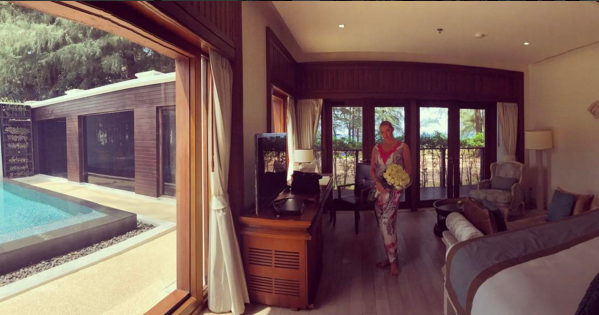 Фото Волочковой в купальнике на берегу океана уже обсуждают в Сети. Фото Instagram - все