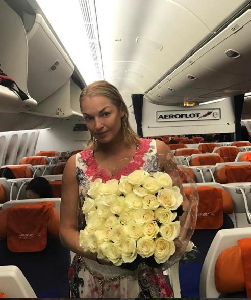 Анастасия Волочкова вновь отправилась на отдых.