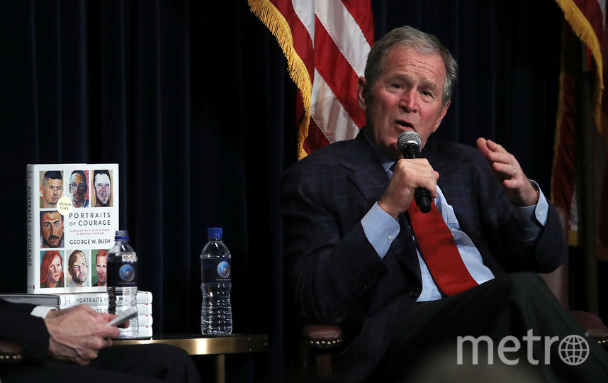 Джордж Буш представляет сборник портретов. Фото Getty