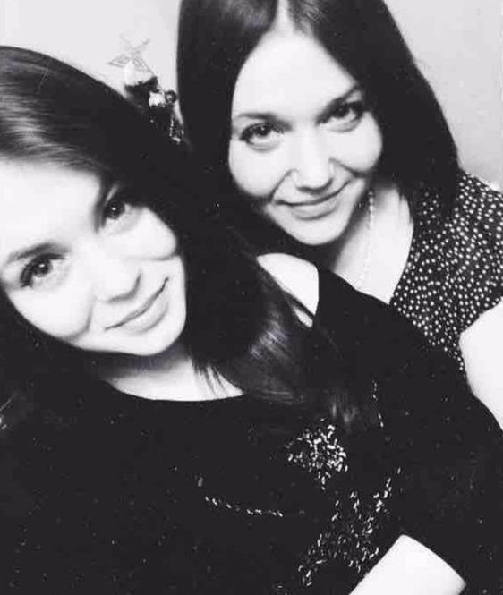 Лариса Желтова и ее погибшая дочь Лиза (слева). Фото: vk.com/id258608573. Фото vk.com
