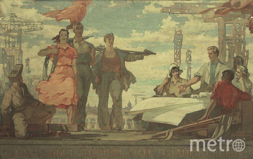 """Музей истории города готовится к выставке """"Вдохновение в красных тонах""""."""
