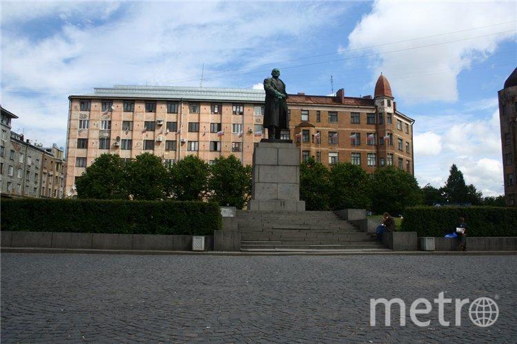 Выборг. Красная площадь. Памятник Ленину.