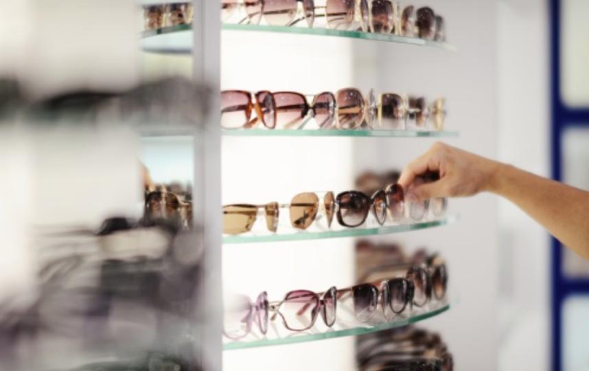 Петербурженка накопила долги поалиментам ирасплатилась популярными очками