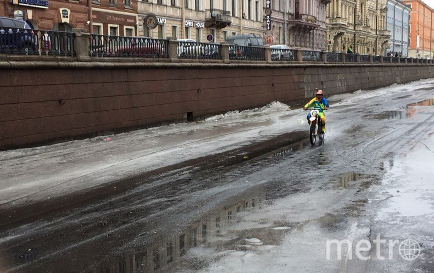Мотоциклисты устроили гонки по каналу Грибоедова. Фото «ДТП и ЧП | Санкт-Петербург», vk.com