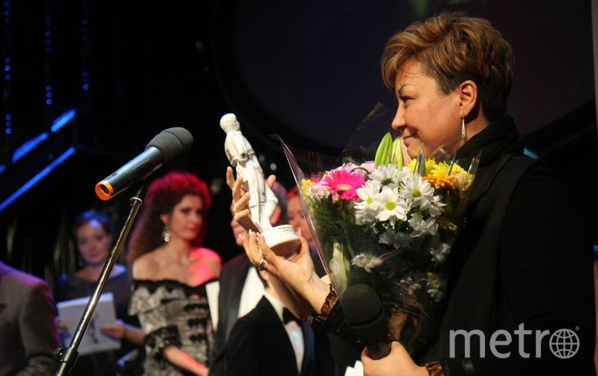 "За своего мужа, Алексея Петренко, премию получила супруга Азима. Фото Михаил Садчиков-младший, ""Metro"""