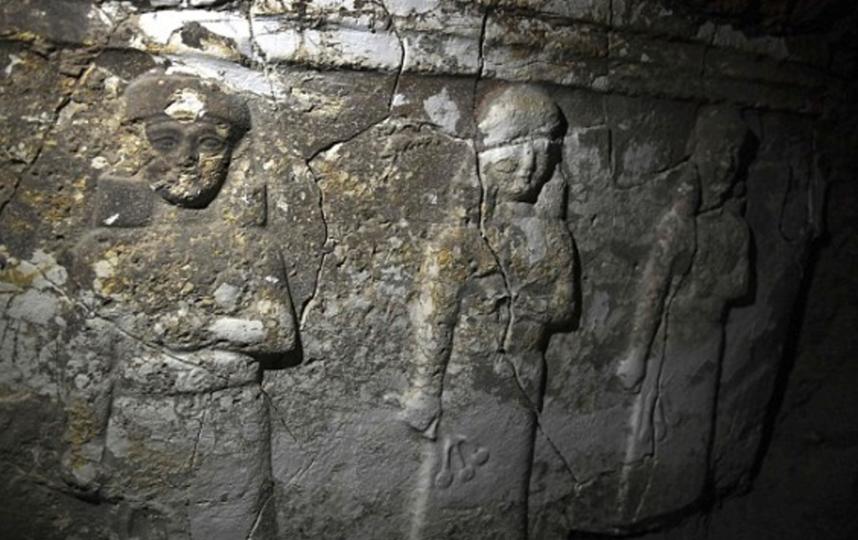 Обнаруженные военными скульптуры. Фото Скриншот с сайта DailyMail.