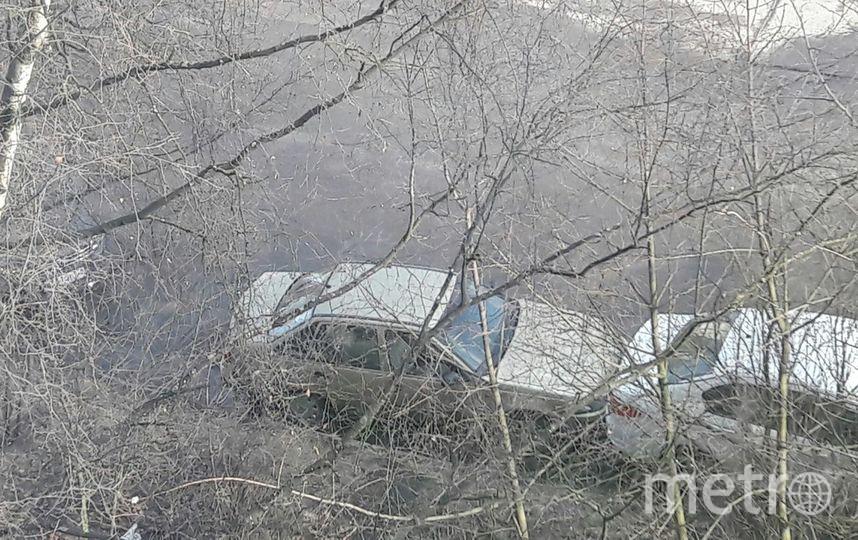 Очевидцы: В Петербурге автовладелец въехал в стоящие машины и скрылся. Фото «ДТП и ЧП | Санкт-Петербург», vk.com