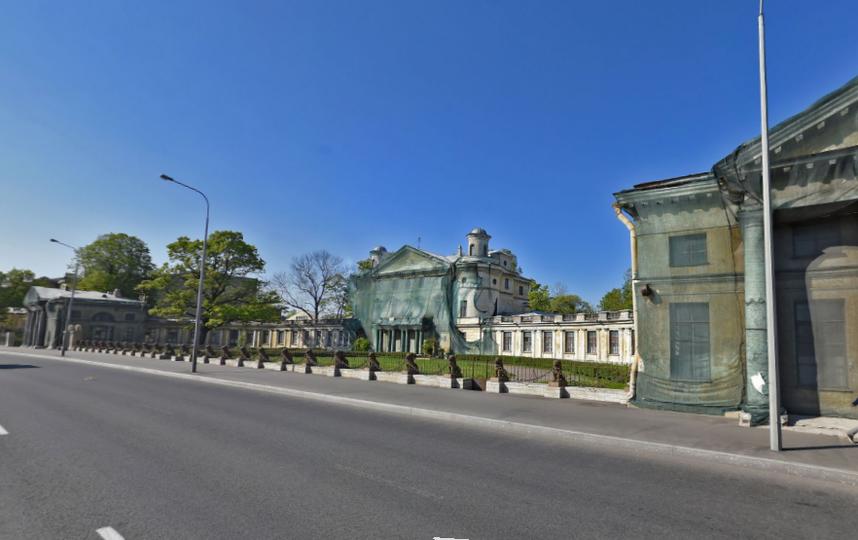 Петербуржцы обеспокоены, что пропадают львы сограды вПетербурге