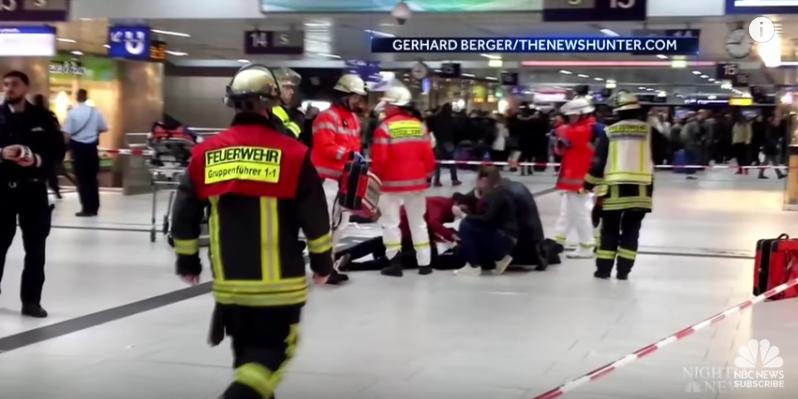 Атака с топором: появились первые фото с вокзала Дюссельдорфа. Фото Скриншот Youtube