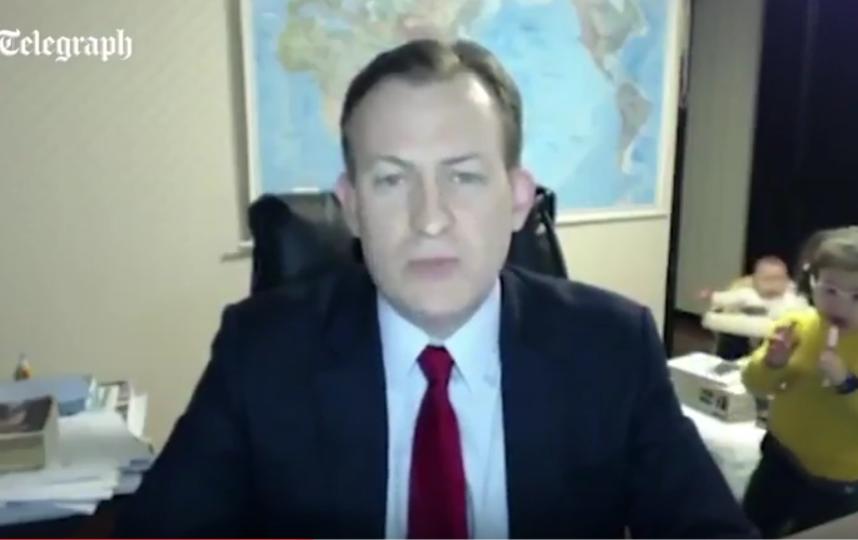 Дети чуть несорвали новостной выпуск впрямом эфире BBC