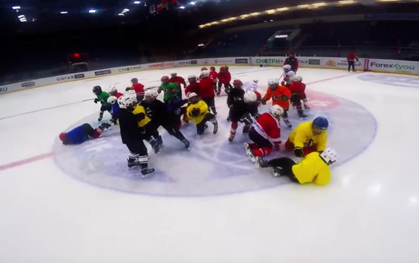 Необычная тренировка юных хоккеистов. Фото Alexander Antropov., Скриншот Youtube
