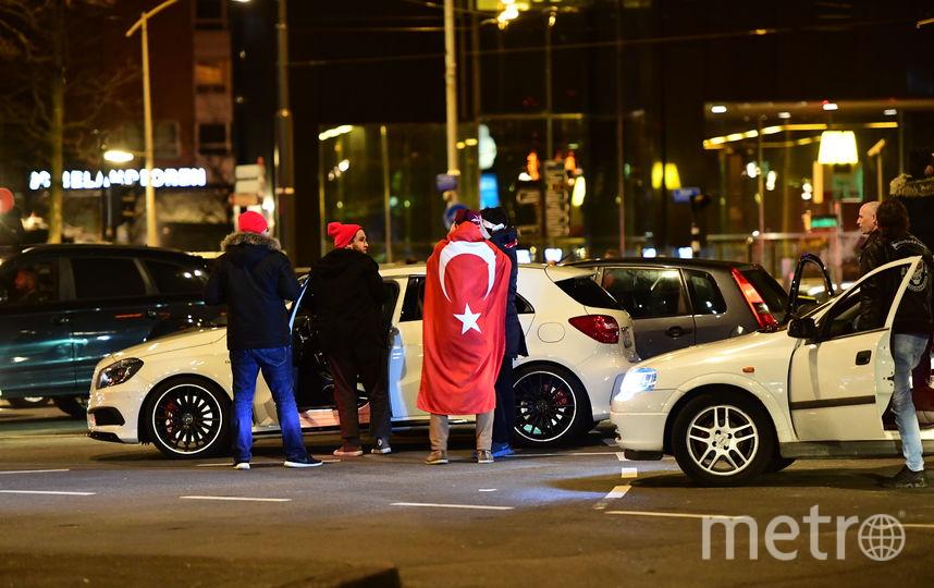 Протесты турецкой общины в Ротердаме. Фото AFP