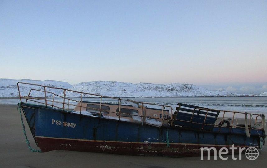 Старый катер на берегу. Фото Валентина Никифорова