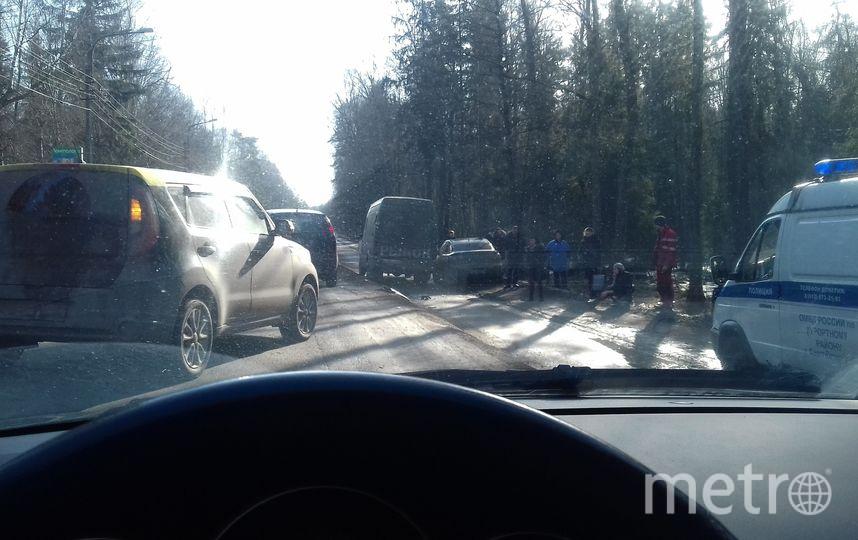 Из-за дорожного происшествия наПриморском шоссе вПетербурге создалась огромная пробка