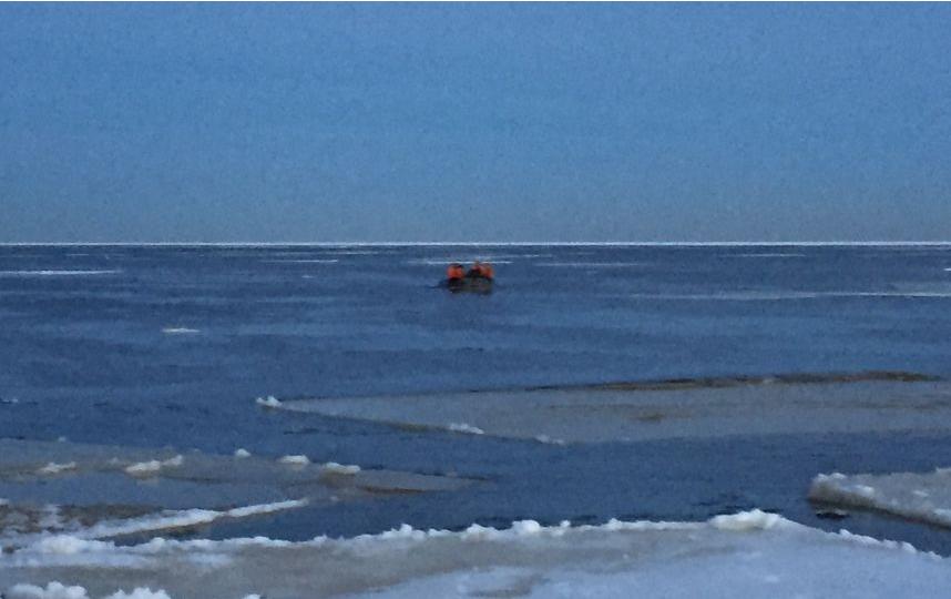 Фото МЧС. Рыбаки на Финском заливе.
