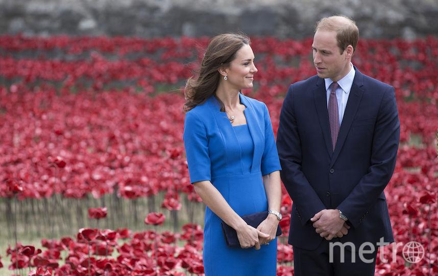 Принц Уильям обнимается с загадочной незнакомкой вклубе— Горячие кадры