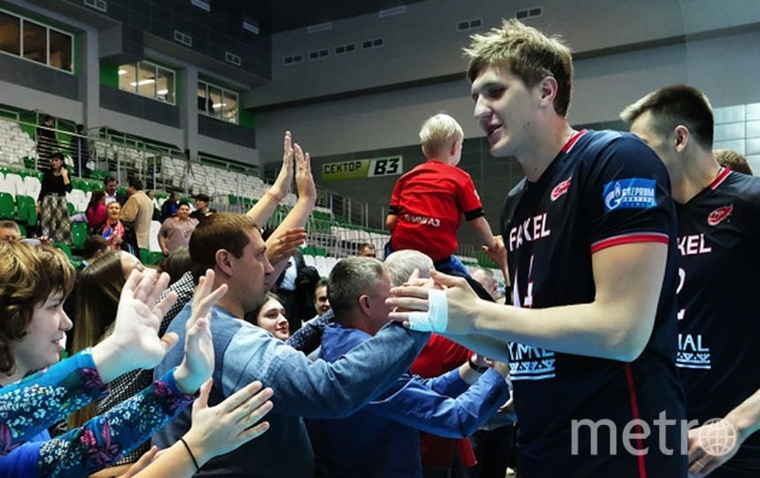 Александр Кимеров с партнёрами по команде. Фото скриншот с официального сайта ВК Факел