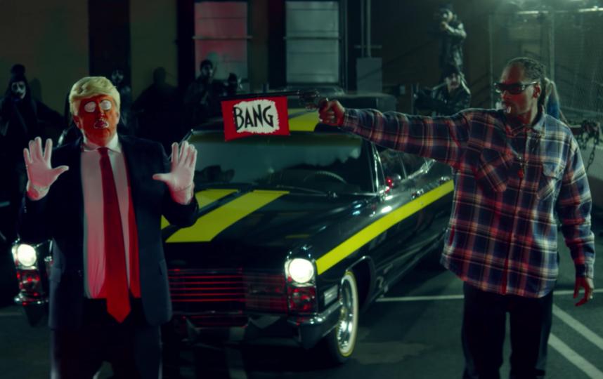 Snoop Dogg cтреляет в Рональда Клампа. Фото PrankvsPrank., Скриншот Youtube