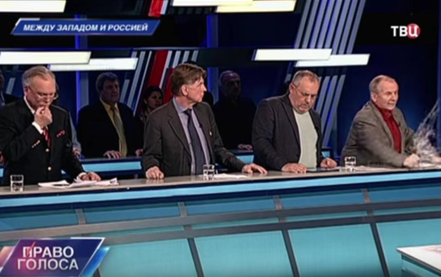 Михаил Веллер метнул стакан в ведущего ТВЦ.