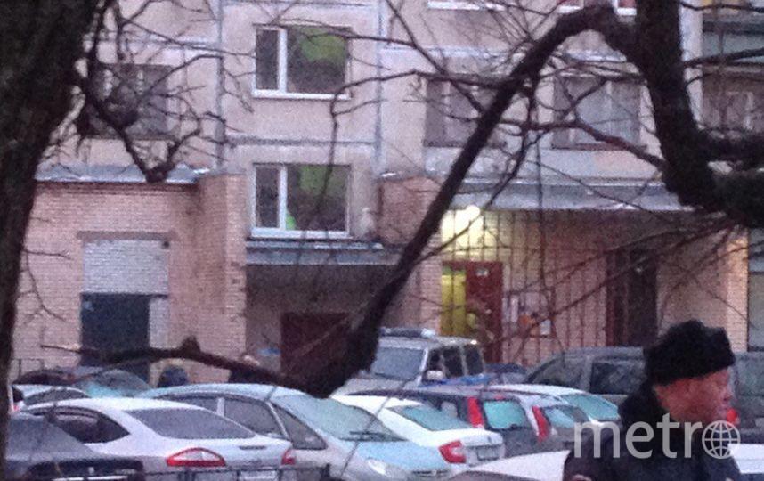 https://vk.com/spb_today. Фото Жильцы дома ждали на улице, в машинах.