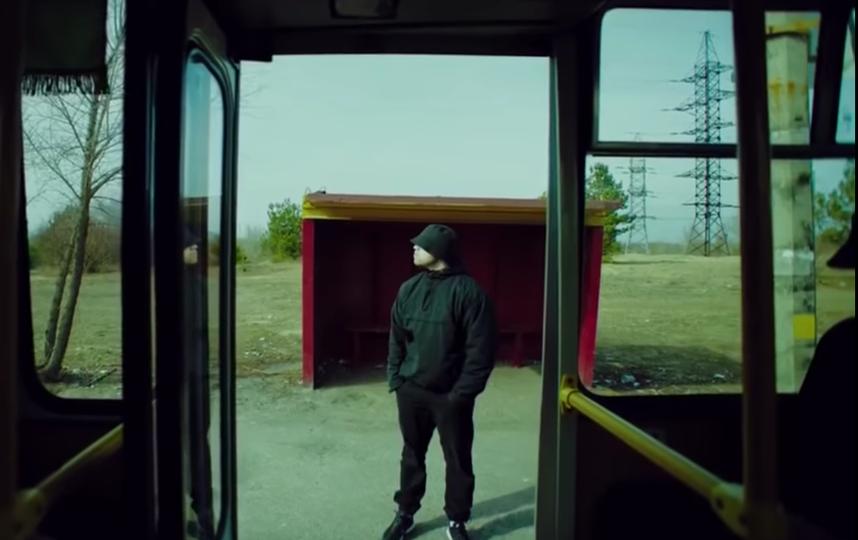 """Кадр из клипа группы """"Грибы"""" на песню """"Между нами тает лёд"""". Фото Скриншот Youtube"""