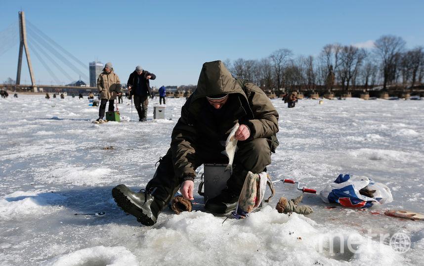 Рыбаки на льду. Фото Getty