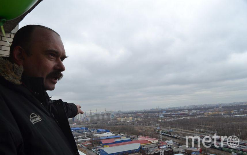 """Дома на Ворошилова украсили тысячи зеленых шариков. Фото Ольга Рябинина, """"Metro"""""""