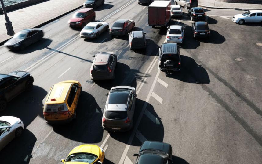 НаСмоленской набережной ограничат движение транспорта