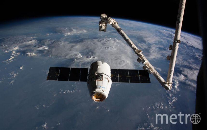 Отстыковка Dragon от МКС. Фото Twitter @NASA.