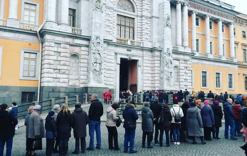 Многочасовая очередь создалась в российский музей