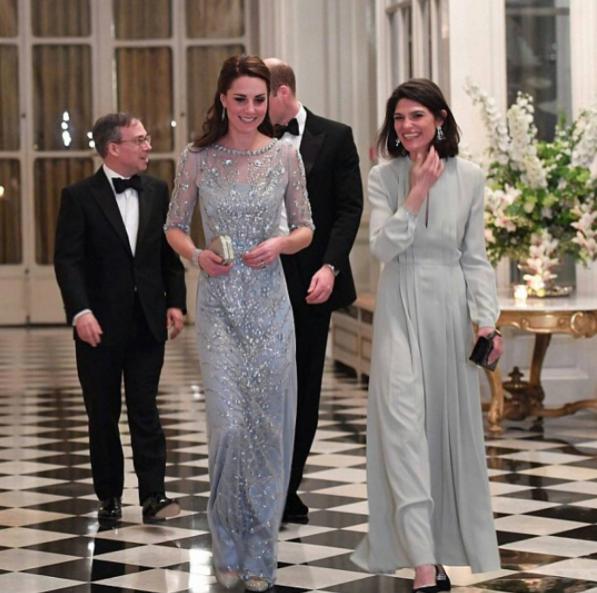 Кейт в посольстве Великобритании в Париже. Фото Instagram @katemidleton.