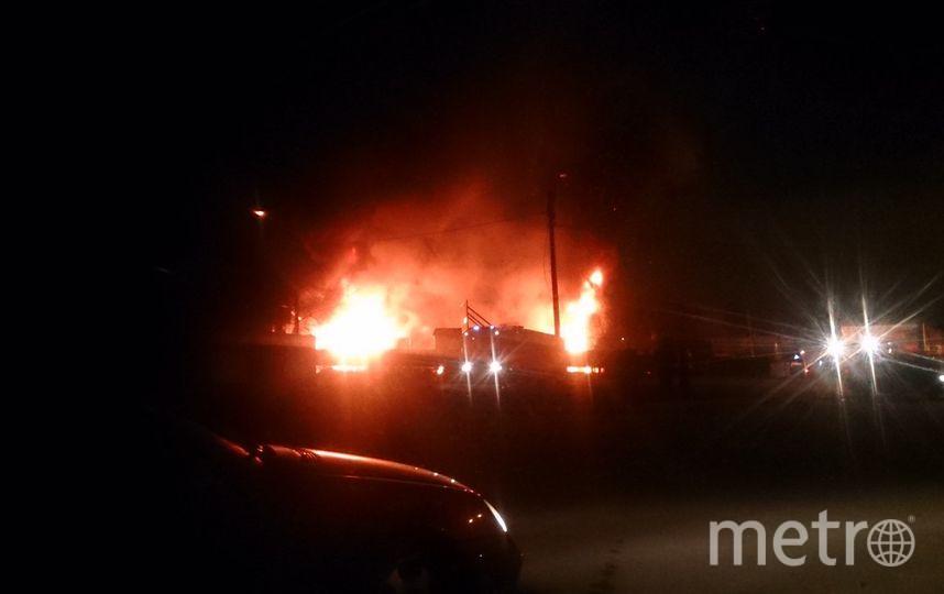 В Петербурге ликвидирован пожар на складе с макулатурой. Фото «ДТП и ЧП | Санкт-Петербург», vk.com