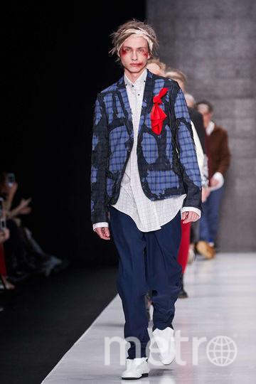 Artem Shumov. брюки широкие, рубашка навыпуск, драный пиджак. Фото предоставлено организаторами Mercedes-Benz Fashion Week