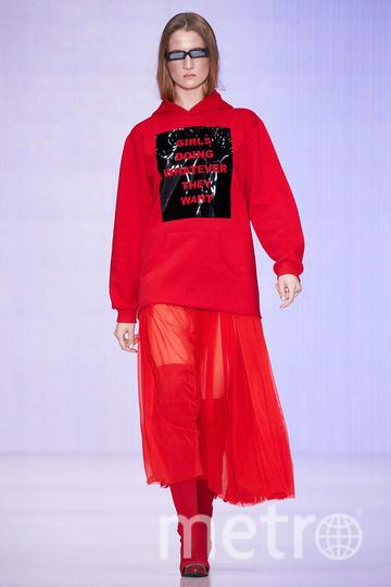 MACH&MACH. надписи – лучший инструмент юмора в моде. Фото предоставлено организаторами Mercedes-Benz Fashion Week