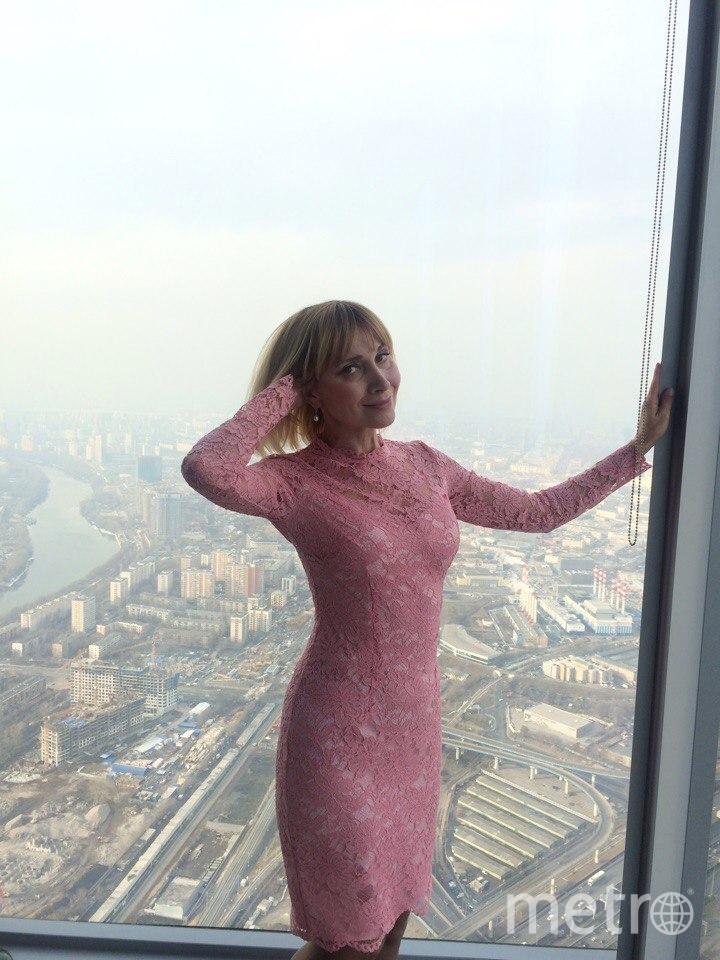 Я люблю это платье, потому что мне подарил его муж на 8 Марта. Угадал с размером до сантиметра. Платье счастливое: первый раз я надела его в ресторан Ruski, который находится на 85 этаже башни ОКО в Москва-Сити. Незабываемые ощущения полета и счастья. Фото Инна Смирнова