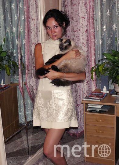 """На этом фото моё самое любимое платье! Оно необыкновенно тем, что создано в единственном экземпляре - его шила моя бабушка Ирина Николаевна. Материал привезён из Болгарии. Для меня оно стало счастливым потому, что в нём я имела большой успех на съёмках телепрограммы """"Новогодний огонёк"""". Фото Дарья Макарова"""