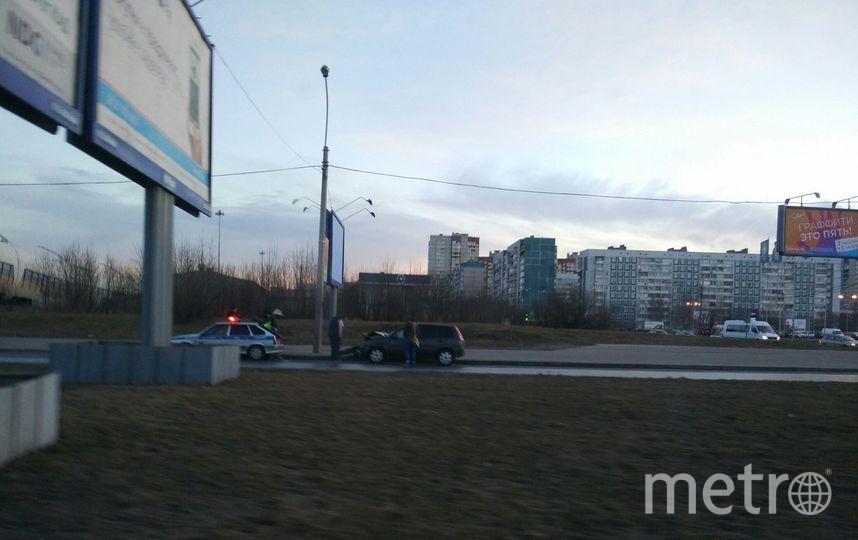 На севере Петербурга газель разорвало пополам в ДТП. Фото «ДТП и ЧП | Санкт-Петербург», vk.com