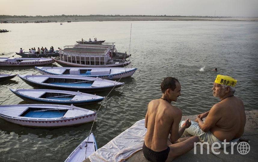 Индусы у реки Ганг. Фото Getty