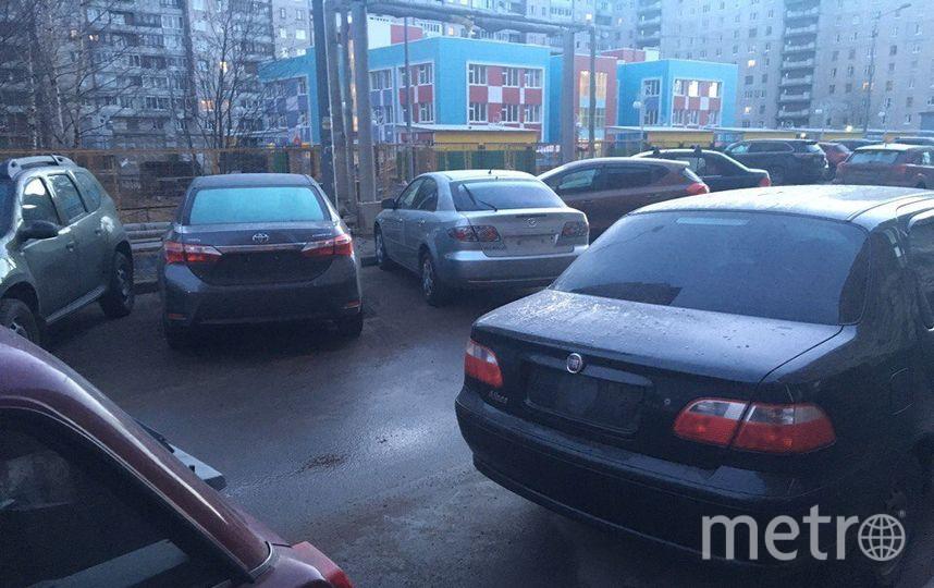 В Петербурге хулиганы сорвали с десятков машин госномера. Фото «ДТП и ЧП | Санкт-Петербург», vk.com