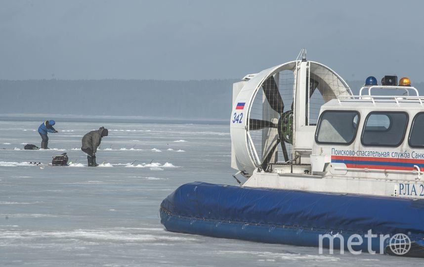 Рыбаки на Ладоге рискуют жизнью. Фото архивное фото Metro