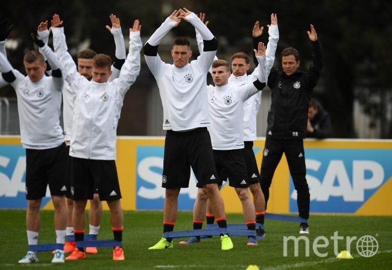 Тренировка сборной Германии перед матчем со сборной Англии 22.03.2017 года. Фото AFP