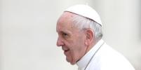 Девочка стащила шапочку с Папы Римского: смешное и милое видео стало хитом соцсетей