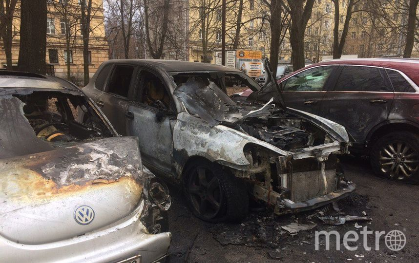 Ночью наМосковском проспекте сгорели три машины