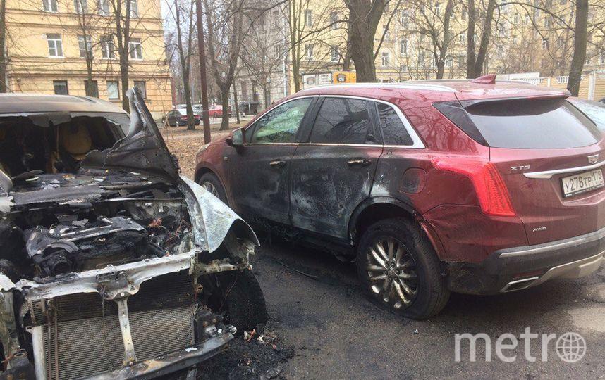 НаМосковском проспекте сгорели «порше», «жук» и«кадиллак»