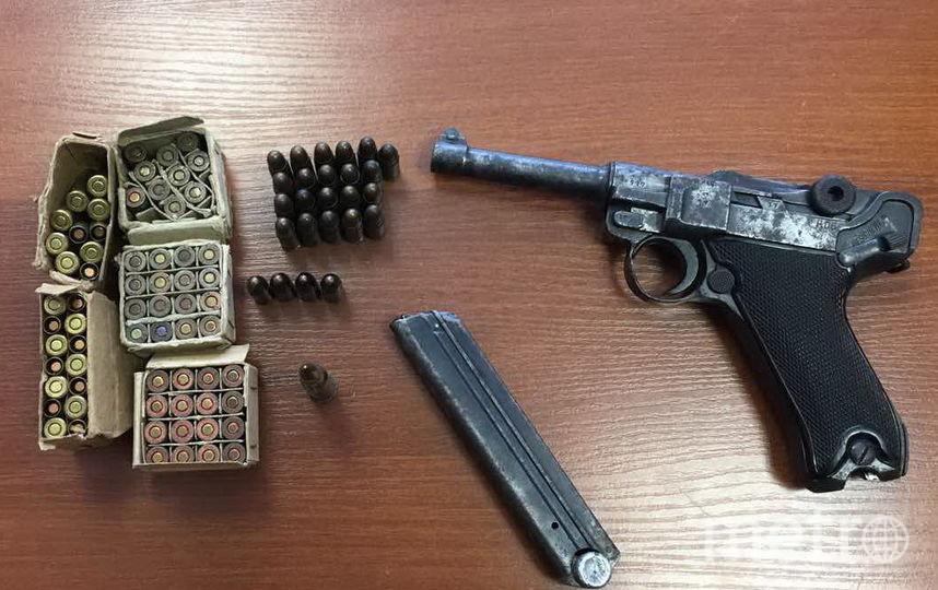 Жительница Луги случайно нашла в квартире немецкий пистолет. Фото Пресс-служба ГУ Росгвардии по СПб и ЛО
