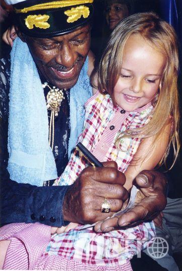 Фото Кристины с Чаком Берри, 1997 год. Фото Предоставлено Кристиной Харкевич