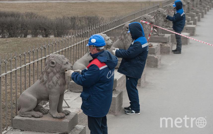 "Демонтаж львов 23 марта. Фото Святослав Акимов, ""Metro"""