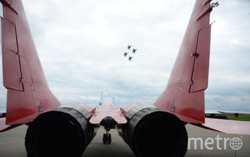Боевые самолёты во время авиашоу. Фото РИА Новости