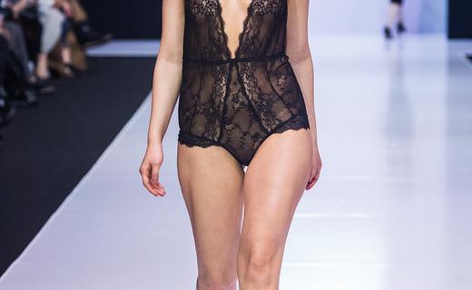 В Москве на Неделе моды показали одежду для полных женщин: Толстушкам теперь можно всё