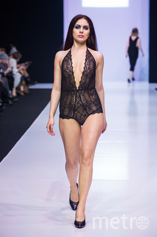 Показ модной сексуальной одежды